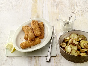 Fish sticks with artichoke sauce and roast potatos