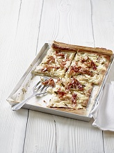 Pizza with bacon and kohlrabi