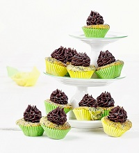 Mini muffins with kale and chocolate topping