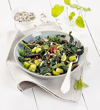 Kale salad with beans and mint