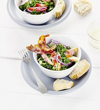 Kale salad with apple and bacon