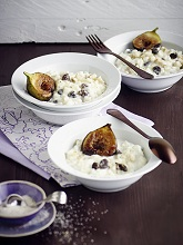 rice pudding with nuts, raisins and tonka - cinnamon - sugar