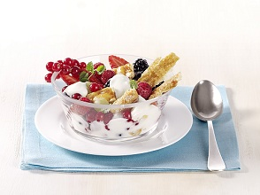 Creamy berry salad *** Local Caption *** 89172123