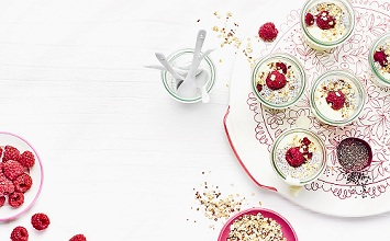 Chia seed pudding with soy yoghurt and raspberries *** Local Caption *** 89193075