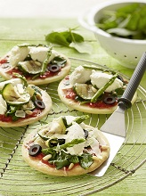 Mini Pizza with spinach, ricotta cheese and green asparagus