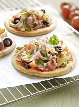 Mini Pizza with vegetables and ham