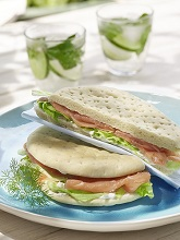 Pain polaire sandwich with smoked salmon