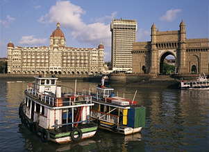 Gateway to India and the Taj Mahal Hotel, Mumbai (Bombay), India, Asia