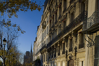 Ornate buildings on the Ile St. Louis on a sunny autumn day, Paris, France, Europe
