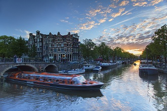 Prinsengracht and Brouwersgracht canals at sunset, Amsterdam, Netherlands, Europe