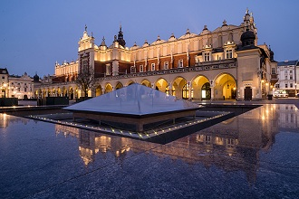 Main Square and Sukiennice (The Cloth Hall) at dawn, UNESCO World Heritage Site, Krakow, Poland, Europe