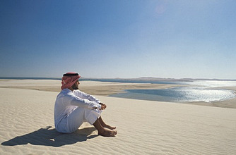 Man in the desert, man looking into the wide expanse of the desert, Qatar, Middle East, Asia