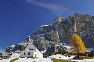 Hospice San Croce in front of Heiligkreuzkofel, valley Val Badia, Dolomites, UNESCO World Heritage Site Dolomites, South Tyrol, Italy