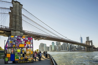 Buntes Glashaus, Fulton Ferry State Park, Dumbo, Brooklyn, New York, USA