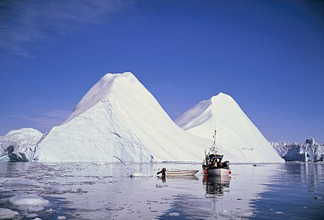 Greenland, JakobshavnIsfjord, fishing boat, iceberg *** Local Caption *** 01242125