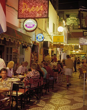 Spain, Ibiza, SanAntonio, Strassencafes, evening *** Local Caption *** 01308119