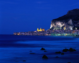Italy, Sicilia, Sicily, Cefalu, old town, night *** Local Caption *** 01869966