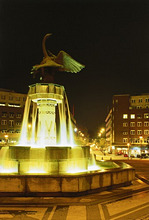 Norway, Oslo, FritjofNansensPlatz, well, illumination, evening *** Local Caption *** 03772768