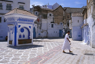 Morocco, Chefchaouen, alley, well *** Local Caption *** 03778078