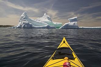 Canada, Neufundland, KittiwakeCoast, sea, iceberg, kayak, detail *** Local Caption *** 03791619