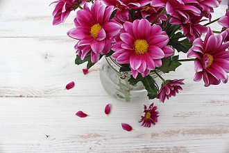 Table, flower vase, chrysanthemums
