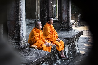 Angkor, pavilion with monks in the 'Angkor Wat'