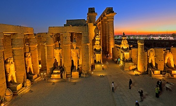 First courtyard with statues of Ramses II and Colonnade, Luxor Temple, Luxor, Upper Egypt, Egypt