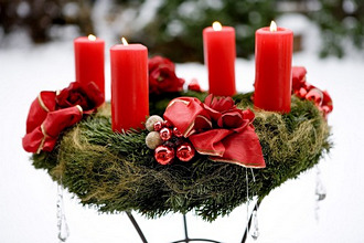 Advent wreath, candles, burning, four, outside, Decoration, arrangement, christmassy, Advent season, pre-Christmas period, Christmas time, mood, full of atmosphere, romantically, candlelight, candlelight, thoughtfulness, 4. Advent, snow, winters, quietly life,