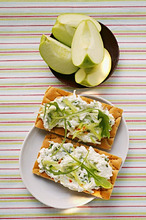 Crispbreads with quark and rocket, fresh apple wedges