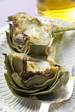 Artichokes with cheese and herb gratin topping