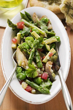 Green asparagus salad with vegetables