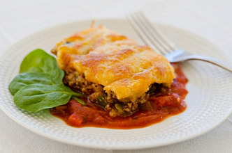 Minced meat and polenta bake with tomato sauce (Dominican Republic)