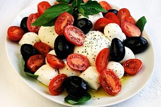 Mozzarella with tomatoes, basil and olives