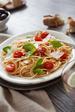 Spaghetti semplici (pasta with tomatoes, parmesan and basil)