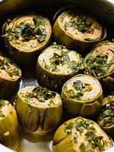 Baked artichokes with parsley and mint