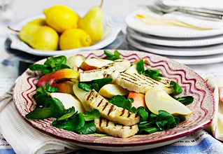 Pear salad with grilled halloumi