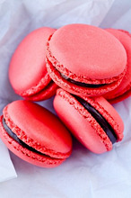 Raspberry macaroons with chocolate cream