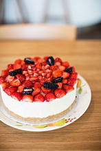 Cheesecake with strawberries and blackberries