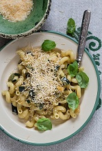 Pasta with courgettes and Parmesan cheese