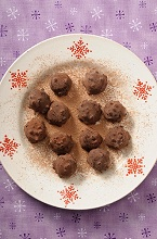 Chocolate truffles with cocoa powder (Christmas)