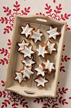 Cinnamon stars on a wooden tray