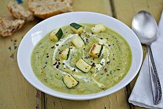 Cream of courgette soup with courgette pieces