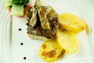 Fillet of beef, vegetables, apne, vinegar and potatoes, Tuscany, Italy, Europe