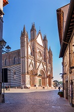 Via del Duomo street, View of Cathedral of Orvieto, Umbria, Italy, Europe