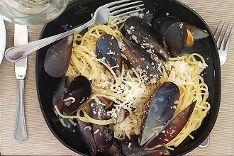 Spaghetti pasta with mussels and pecorino cheese, Italy, Europe