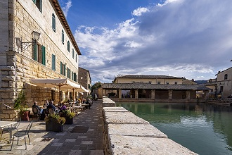 Main square with themal pool, Bagno Vignoni, San Quirico d'Orcia, Tuscany, Italy, Europe