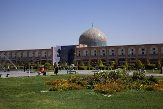 Imam Square or Naqsh-e-Jahàn with Sheikh Lotf Allah Mosque, Isfahan, Iran, Middle East