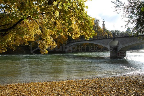 Kabelsteg bridge over the Isar river, Autumn in Munich, Upper Bavaria, Germany, Europe