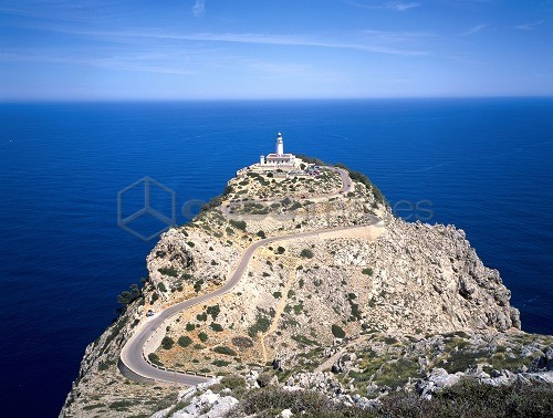 Spain, Balearics, InselMallorca, CapdeFormentor, lighthouse, road *** Local Caption *** 03785182