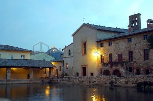 ITALIA, TOSCANA, BAGNO VIGNONI, TERME © STEFANO CELLAI - Cuboimages ...